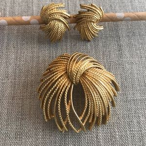 Gold Monet Firework pin and clip on earring set
